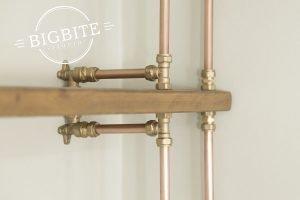 Copper pipe steampunk corner bookshelf - closeup of brass joinery